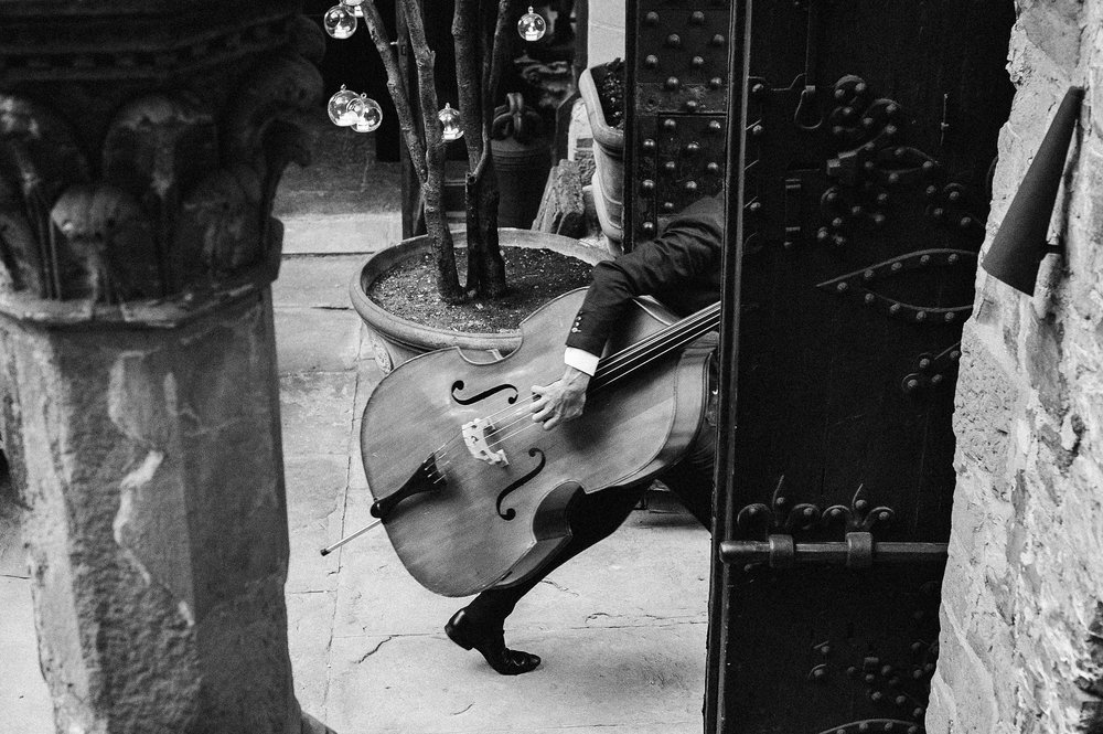 black-and-white-double-bass-the-london-essentials-performing-in-tuscany-vincigliata-castle-documentary-wedding-photographer-Alessandro-Avenali.jpg