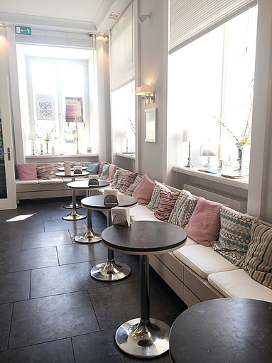 Warsaw's Cafe Fit For A Princess | Miodowa Cafe Interior | jumpseatjenny | Travel and Lifestyle Blogger | Warsaw Poland