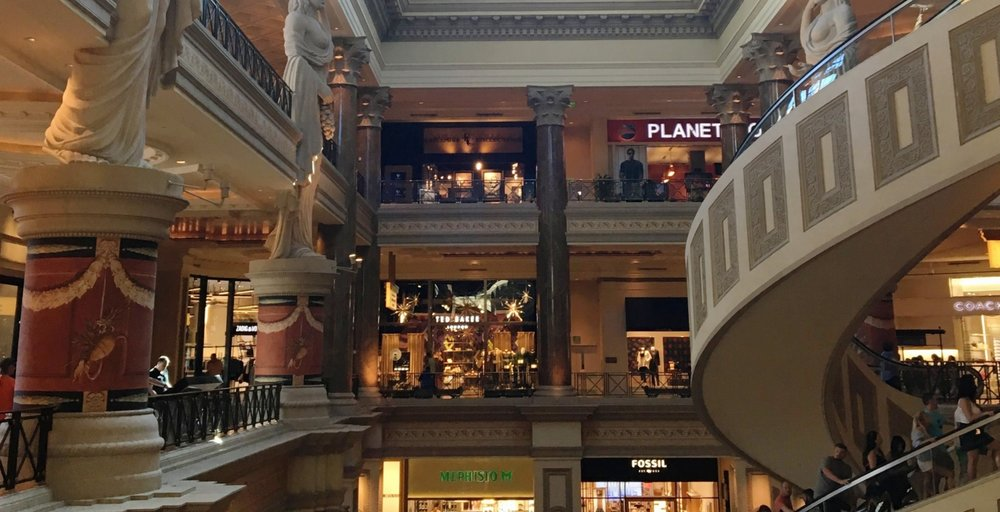 The Non-Party Girl's Guide To Vegas | Shopping at Caesars Forum | jumpseatjenny | Travel and Lifestyle Blogger | Las Vegas Nevada