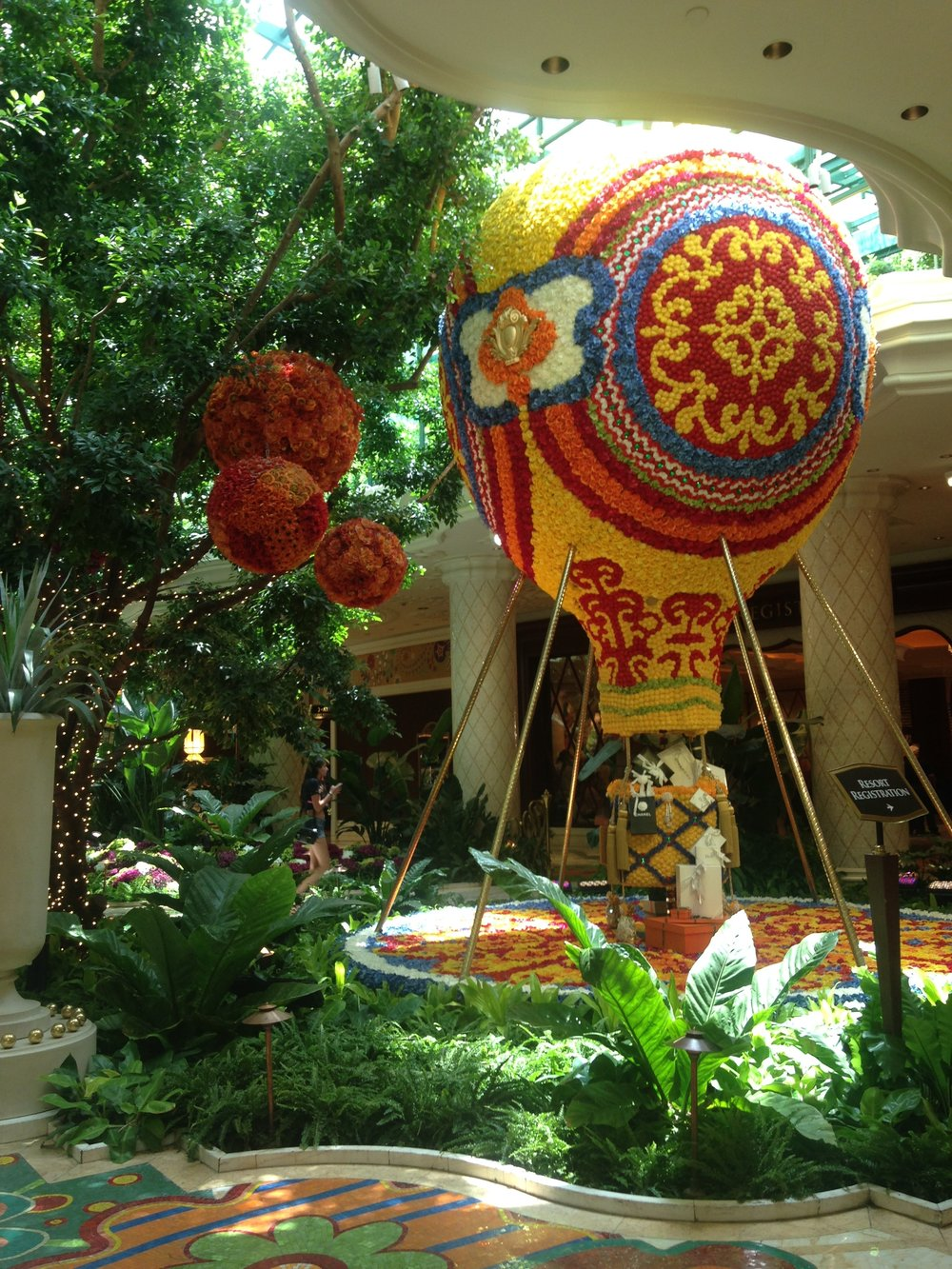 Floral Hot Air Balloon at the Wynn | jumpseatjenny
