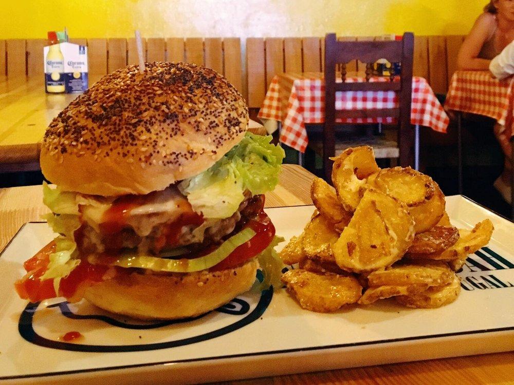 Vamos a Lagos | Tucan Burger | jumpseatjenny | Lagos Portugal.jpg
