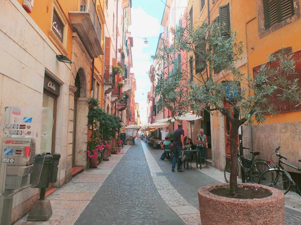 Visiting Verona | Walking Verona | jumpseatjenny | Verona Italy.jpg