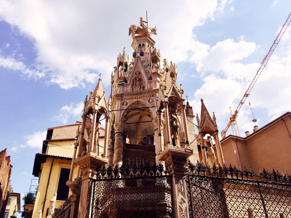 Visiting Verona | La Ache Scaligere | jumpseatjenny | Verona Italy.jpg