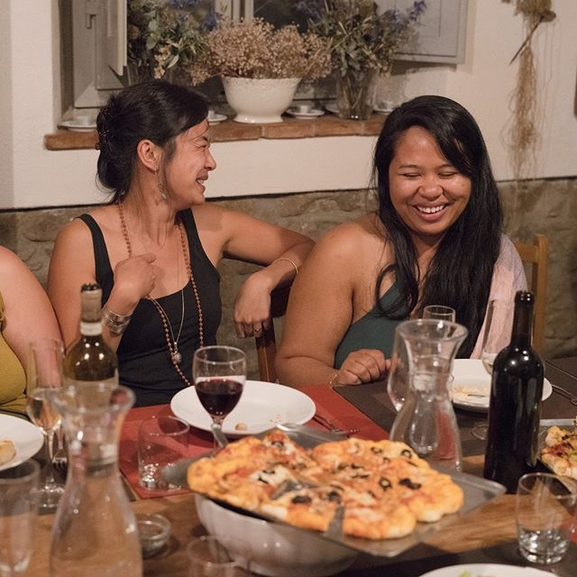 #fbf - last year's Lakshmi Rising Italy students enjoying laughter and a meal together. . From September 7th - 28th, 2019, @gaiagourmetcuisine will be nourishing the Lakshmi Rising students throughout their 200 Hr Yoga Teacher Training.  There are still some spaces left.  Link in bio for more info and to register. . . . . .  #yogaretreatitaly #meditate #namaste #ayurveda #mindbodysoul #longevity #highvibrations #yogaglow  #yogalove  #teachertraining #yogateacher  #yogateachertraining  #yogateachers #italy #tuscany #yogateachertrainingitaly #yogainstructortrainingitaly #gourmetfood #cuisine #vegetarian