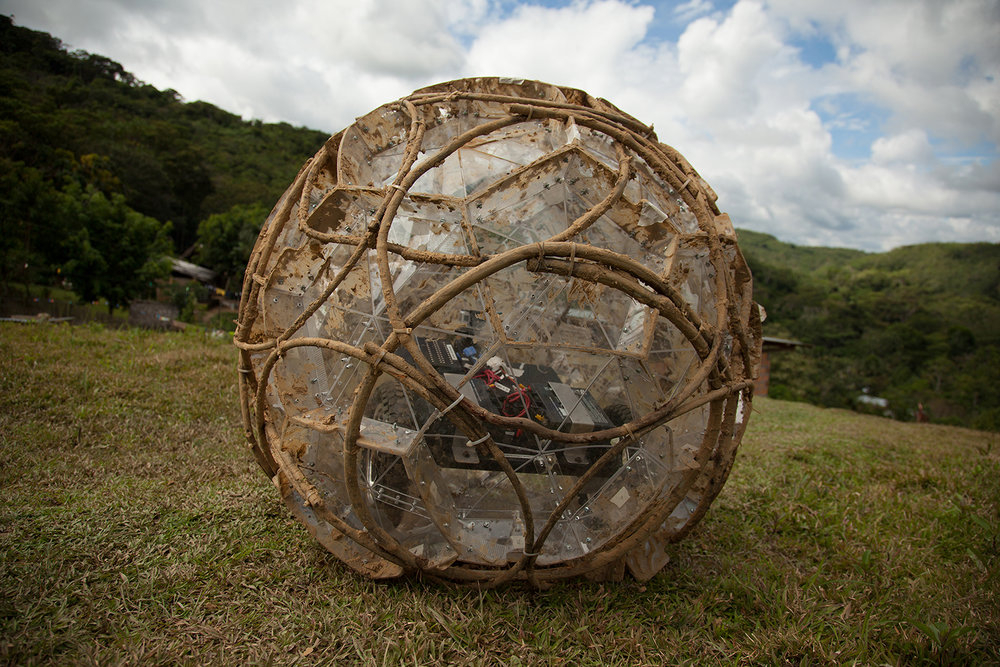 TZ'IJK.0.   Geodesic structure completed with internal mechanism, ready to be plastered with quincha paste.
