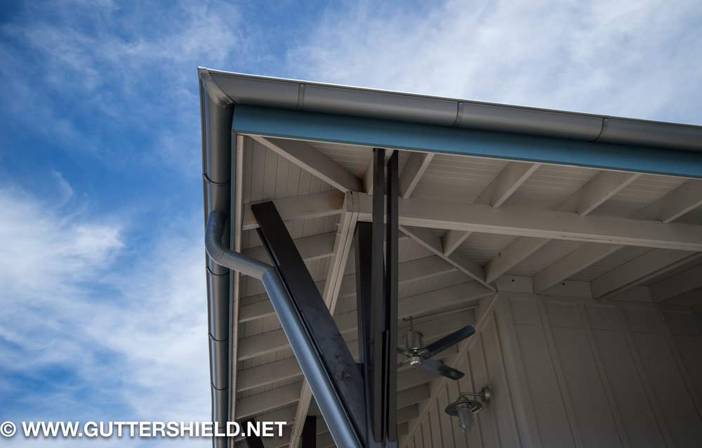 half-round-silver-gutters-lake-lindab-19.jpg