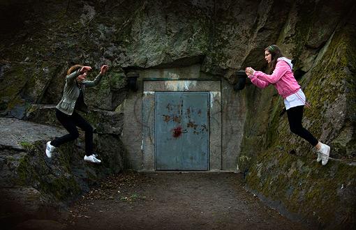 © Cecilia Abrahamsson, Hoppande tjejer