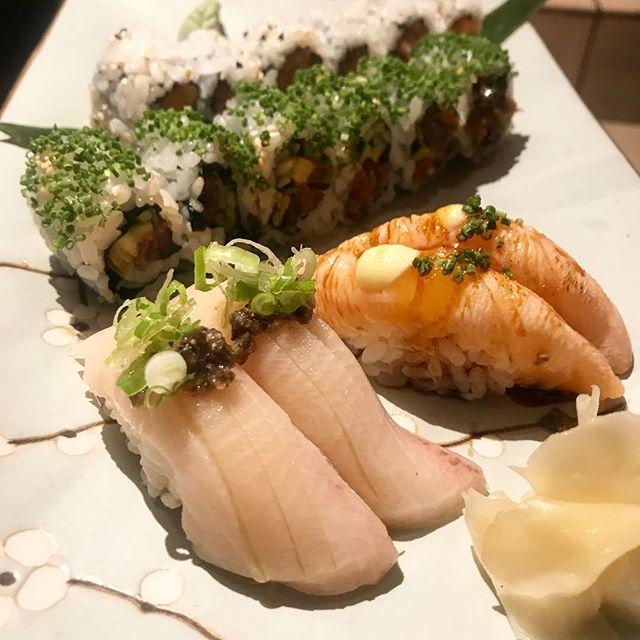 Sushi platter for Friday night ! #sushi #londonrestaurants #sushilondon #sushilovers #nigiri #maki