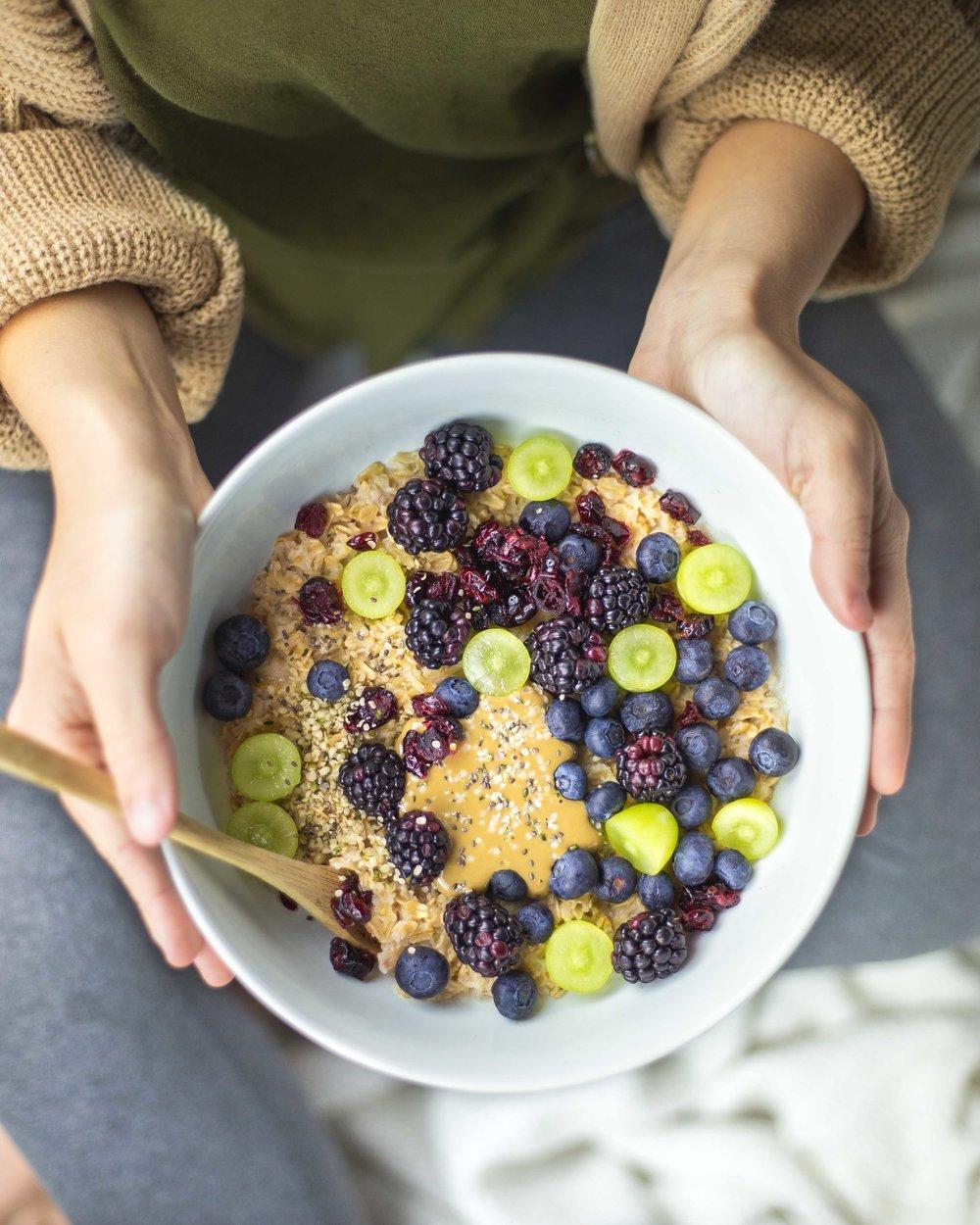 oatmeal_blueberry_blackberry_grapes.jpg