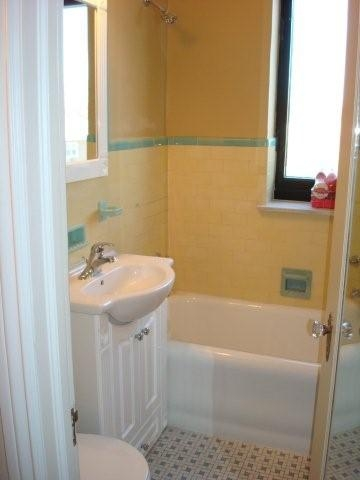 Bon Villa - Bath 2.JPG