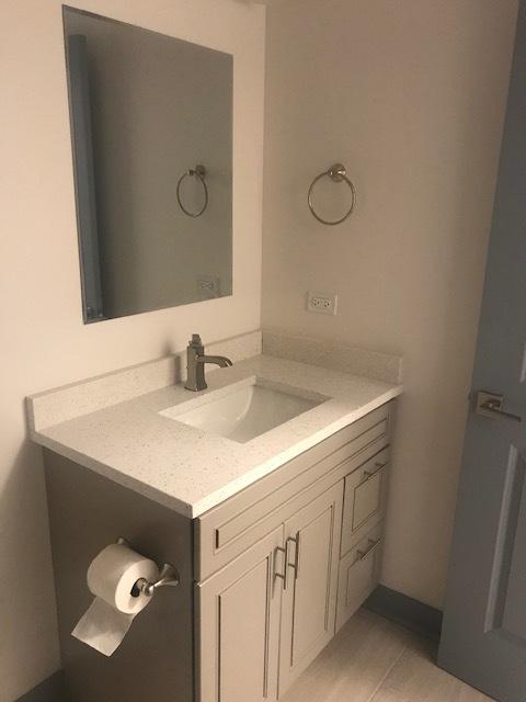 115 Oak Pk Bathroom B.jpg