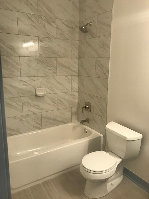 115 Oak Pk Bathroom.jpg