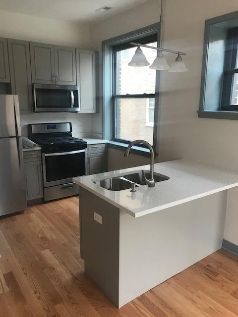 115 Oak Pk Front Kitchen.jpg