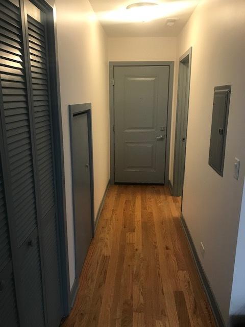 115 Oak Pk Hallway.jpg