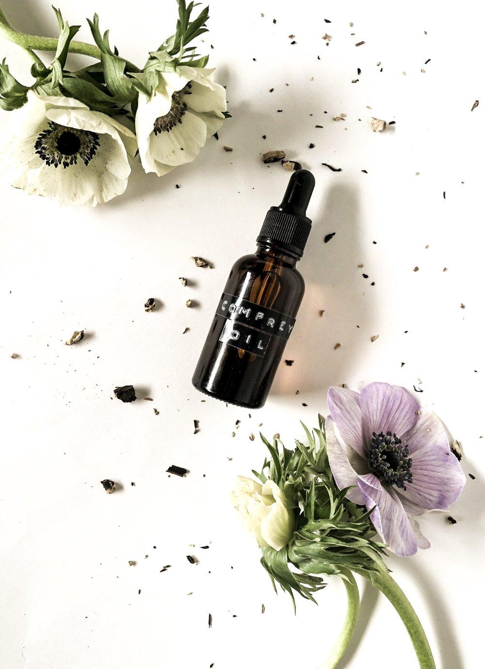 Comfrey Healing Oil -