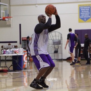 kobe-bryant-practices-in-nike-kobe-9-elite-02-570x570