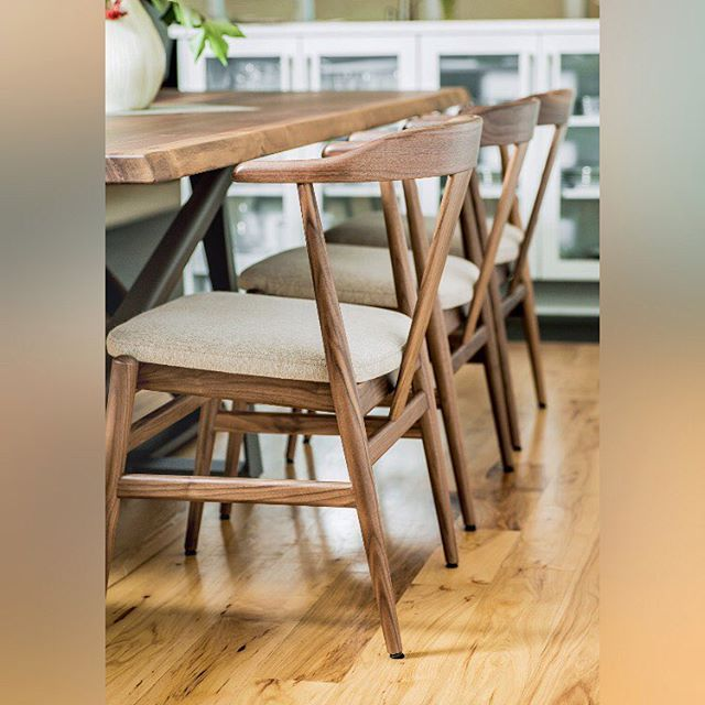Quality flooring is a vital aspect of every home. Take advantage of our seasonal promotion. Have us install 1000 square feet or more, and we'll install an extra 200 sq ft at no cost to you! Tile, hardwood...we do it all! 🛠
