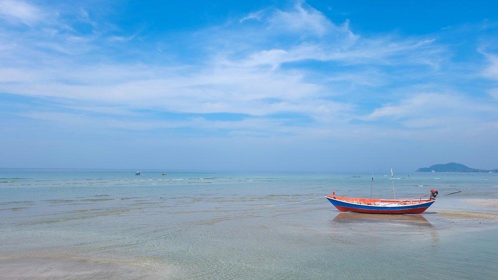 beach-2165623_1280.jpg