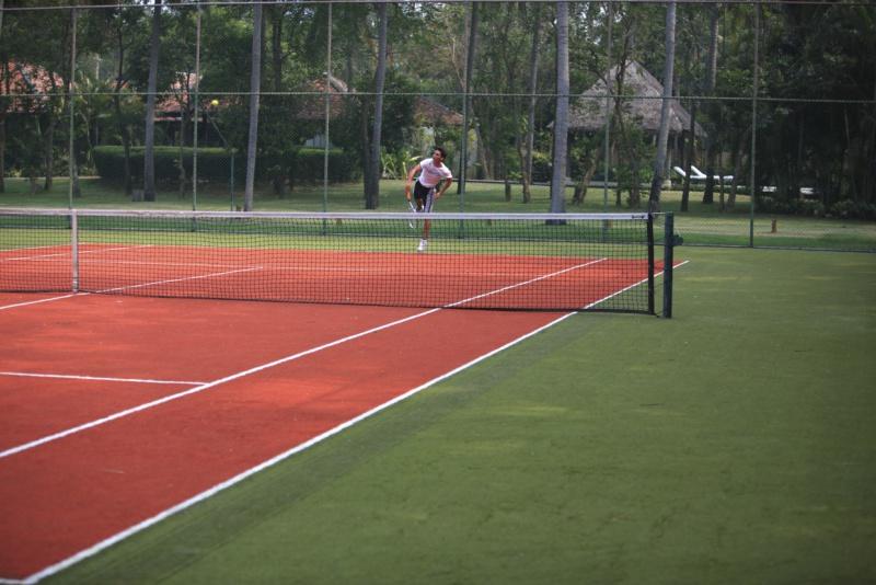 Tennis_Court_[7497-MEDIUM].jpg