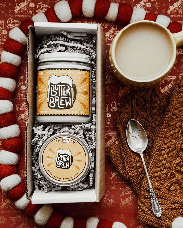 """This butter brew OTP set by @myweekendisbooked_  is giving me all of the warm Christmas feelings 🍺 today you can find me in bed watching Harry Potter and doing some last minute Holiday gift knitting!!! ⠀⠀⠀⠀⠀⠀⠀⠀⠀ .  Use the code """"ANNYA10"""" for 10% off your order! In doing so you support Canadian small business and natural products 🌱"""