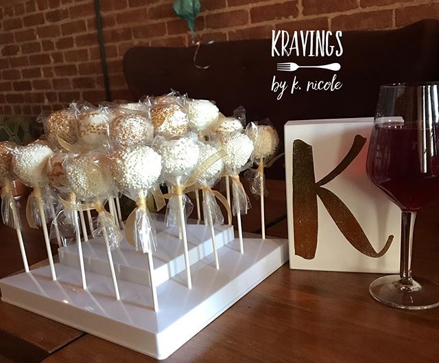 Custom cake pops for a birthday party. Various yummy flavors - carrot cake, strawberry and vanilla 😋  #kravingsbyknicole #cakepops #desserts #dessertstagram #cake #dessertstagram #dessertporn
