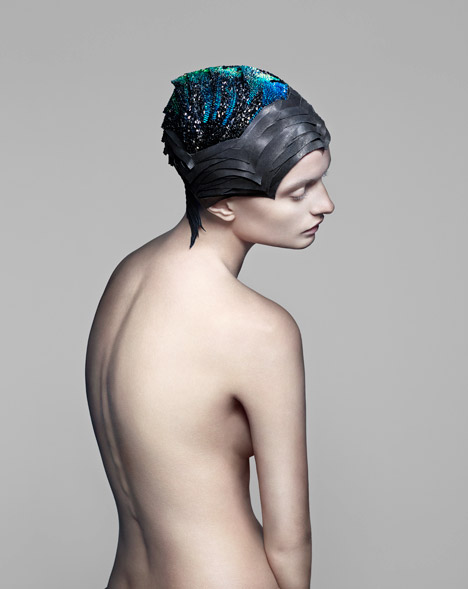 Vicenza-headdress-by-The-Unseen-for-Swarovski_dezeen_468_2.jpg