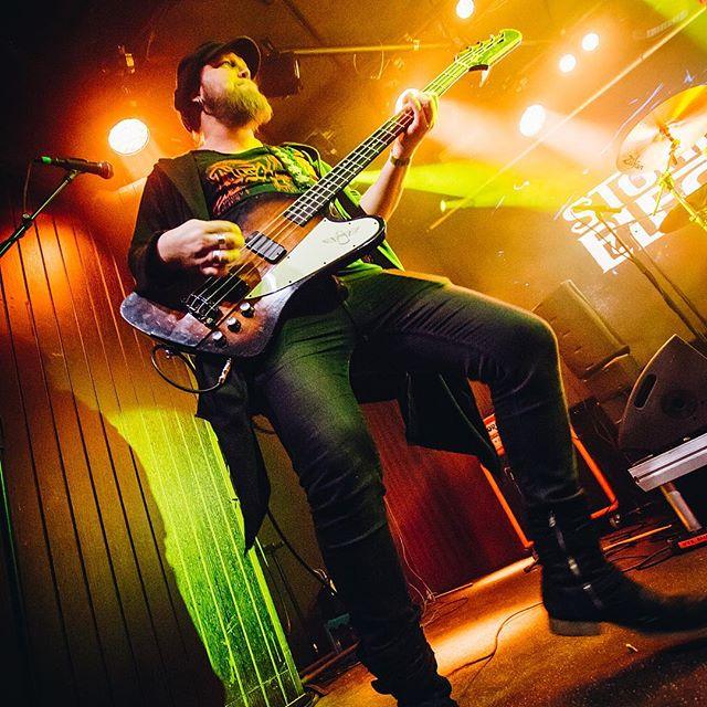 Jaakko Jakku 🔥  #samiosala #patrikeriksson1973 #jaakkojakku #juzziturunen  #speakingvolumes #recordreleaseshow #stoneblueelectric  @ontherockshelsinki  #rockmusic #rockwillneverdie #havingablast #wantmore #ontherockshelsinki #nemagency #helsinki #suomi #finland #sweden #rock 📸 @caroxskatercore