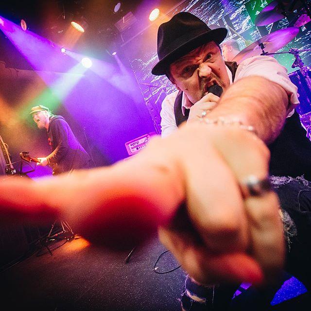 Patrik Eriksson 🔥  #samiosala #patrikeriksson1973 #jaakkojakku #juzziturunen  #speakingvolumes #recordreleaseshow #stoneblueelectric  @ontherockshelsinki  #rockmusic #rockwillneverdie #havingablast #wantmore #ontherockshelsinki #nemagency #helsinki #suomi #finland #sweden #rock 📸 @caroxskatercore