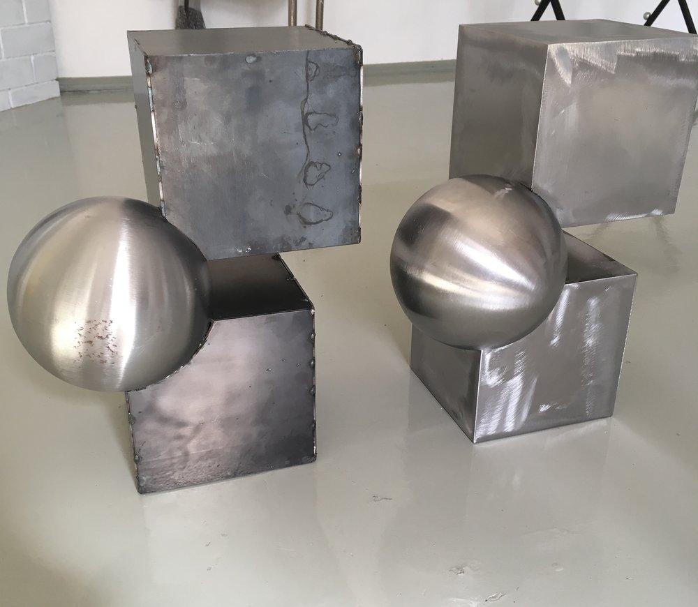 - 2+1 SIDETABLE ORIGINAL PROTOTYPEhot dip galvanised steel, visible welding.Industrial item350 EUR (price for a prototype item)