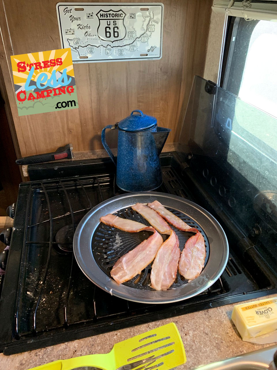 One of the kitchen gadgets we bought at the Quartzsite Sports, Vacation and RV show was this  smokeless grill .