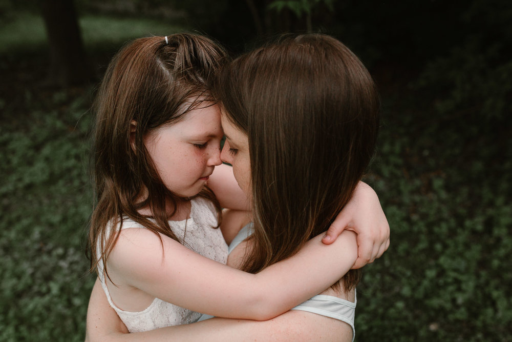 mother and daughter hug at Morven Park in Leesburg, Virginia