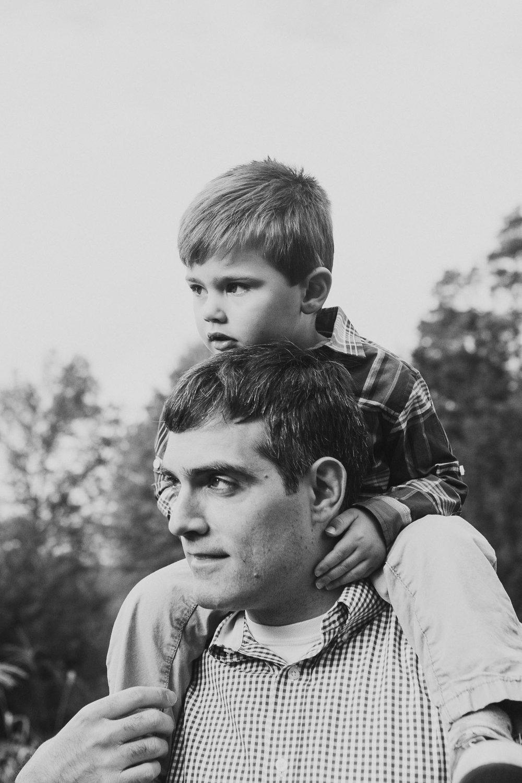 black and white father son on shoulders fall autumn lifestyle documentary family Beaverdam Run Ashburn Virginia Loudoun Marti Austin Photography