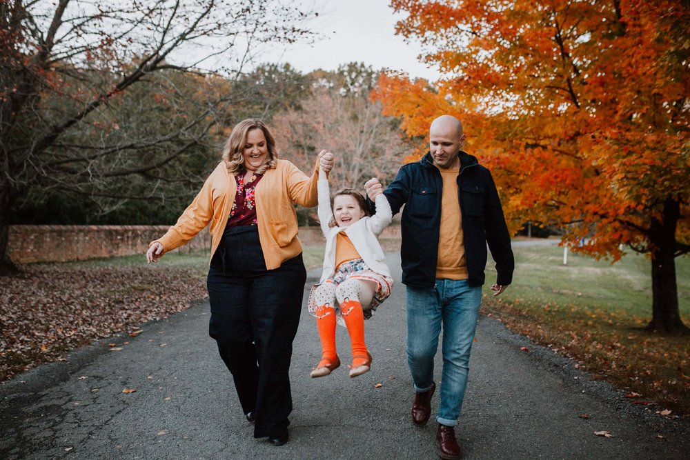 family daughter swing laugh family lifestyle documentary Morven Park Leesburg Loudoun Virginia Fall Autumn Marti Austin Photography