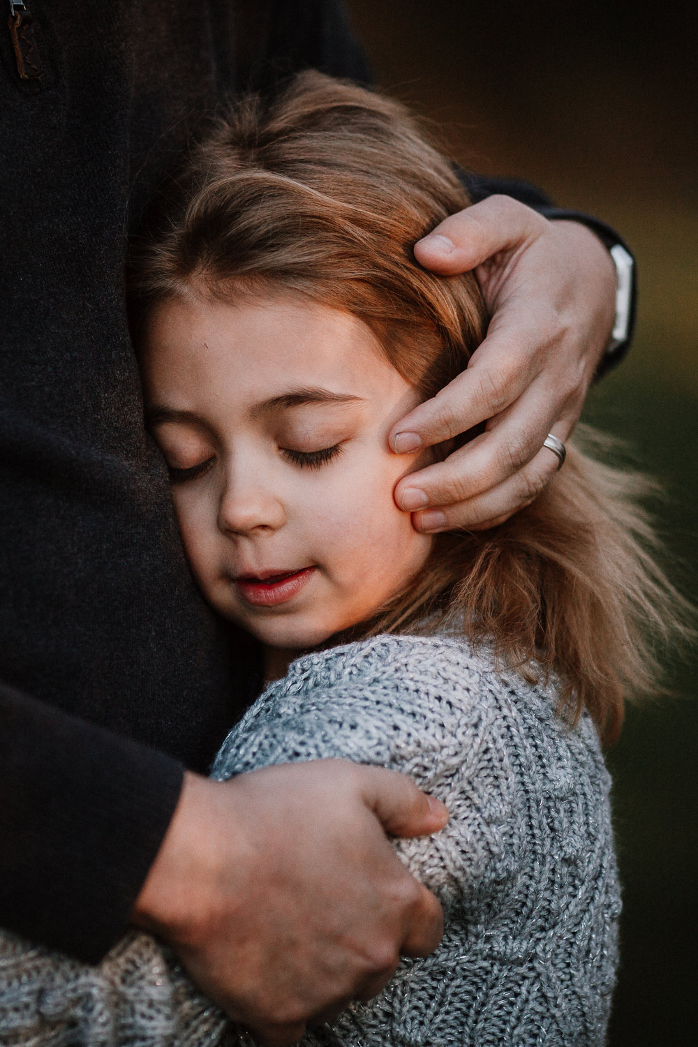 girl portrait father daughter hug hands details fall autumn outdoor lifestyle documentary Rust Nature Sanctuary Leesburg Loudoun Virginia Marti Austin Photography