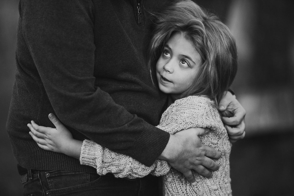black and white father daughter hug fall autumn outdoor lifestyle documentary Rust Nature Sanctuary Leesburg Loudoun Virginia Marti Austin Photography