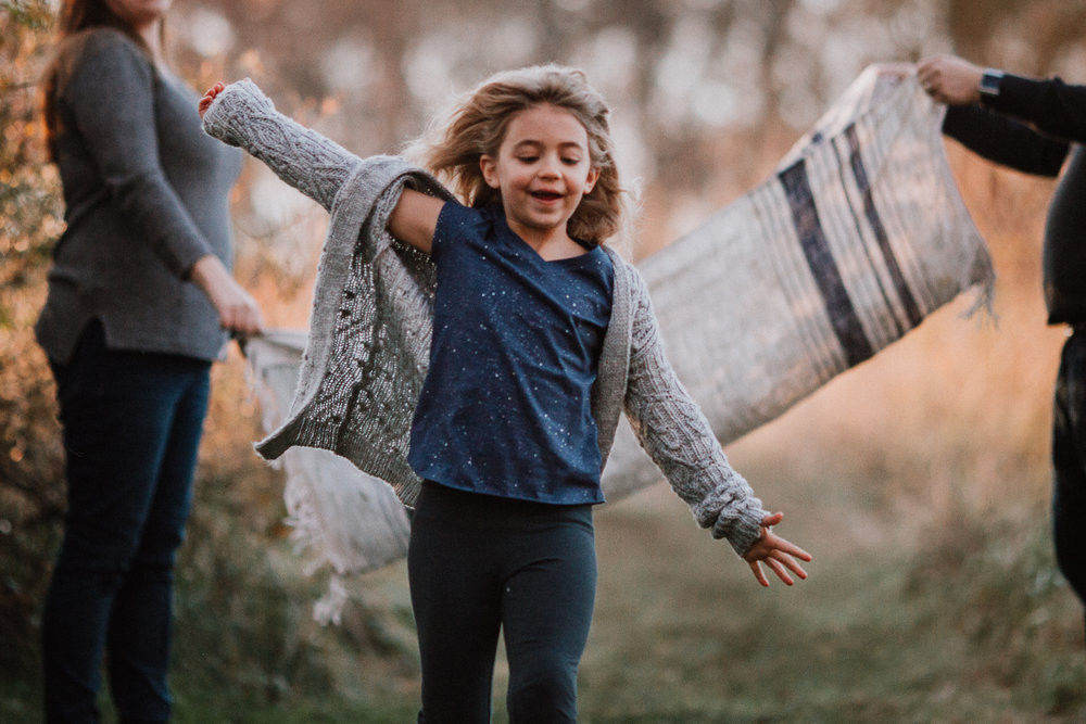 girl run blanket fall autumn outdoor lifestyle documentary Rust Nature Sanctuary Leesburg Loudoun Virginia Marti Austin Photography