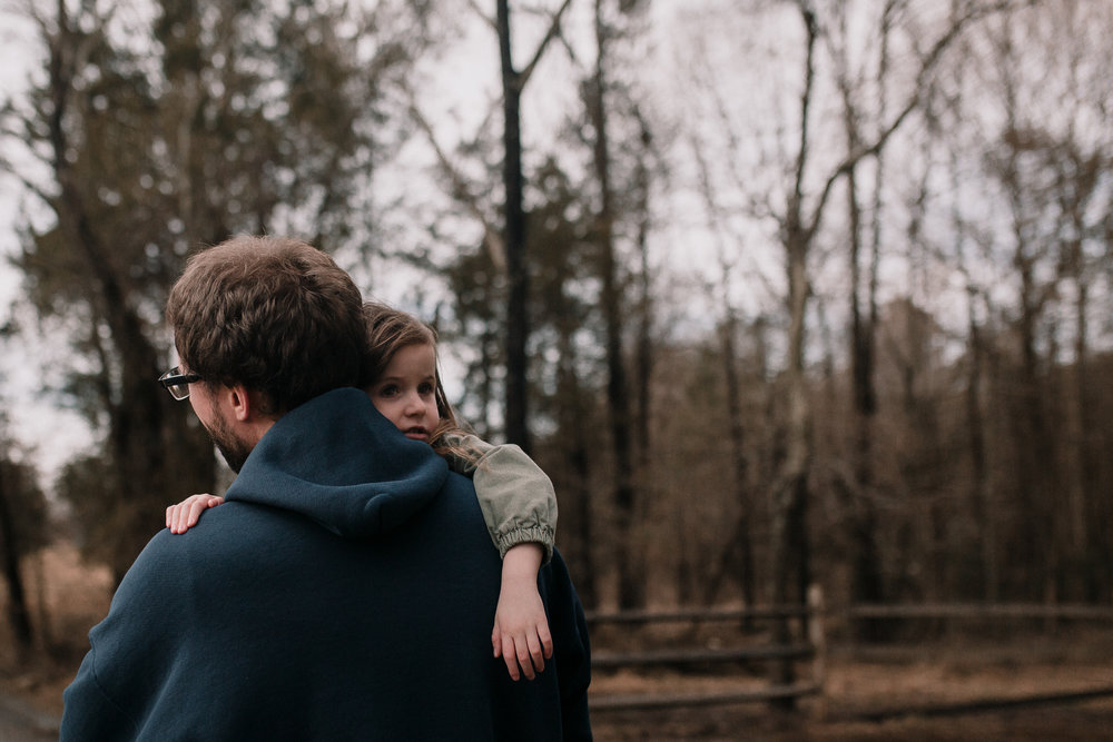 father daughter hug outdoor lifestyle documentary family Claude Moore Park Ashburn Loudoun northern Virginia  childhood Marti Austin Photography