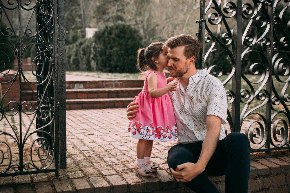 father daughter kiss family maternity lifestyle documentary Morven Park Leesburg Loudoun Virginia Spring Golden Hour Sunset Marti Austin Photography