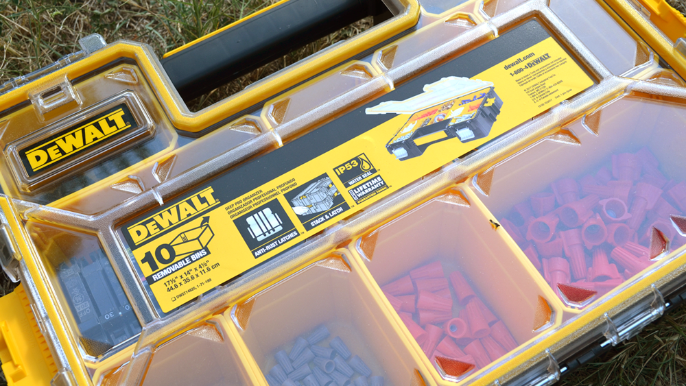 dewalt-10-compartment-deep-small-parts-organizer