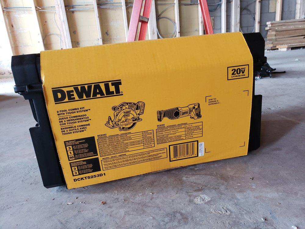 dewalt-2-tool-combo-20v-circular-saw-and-reciprocating-saw