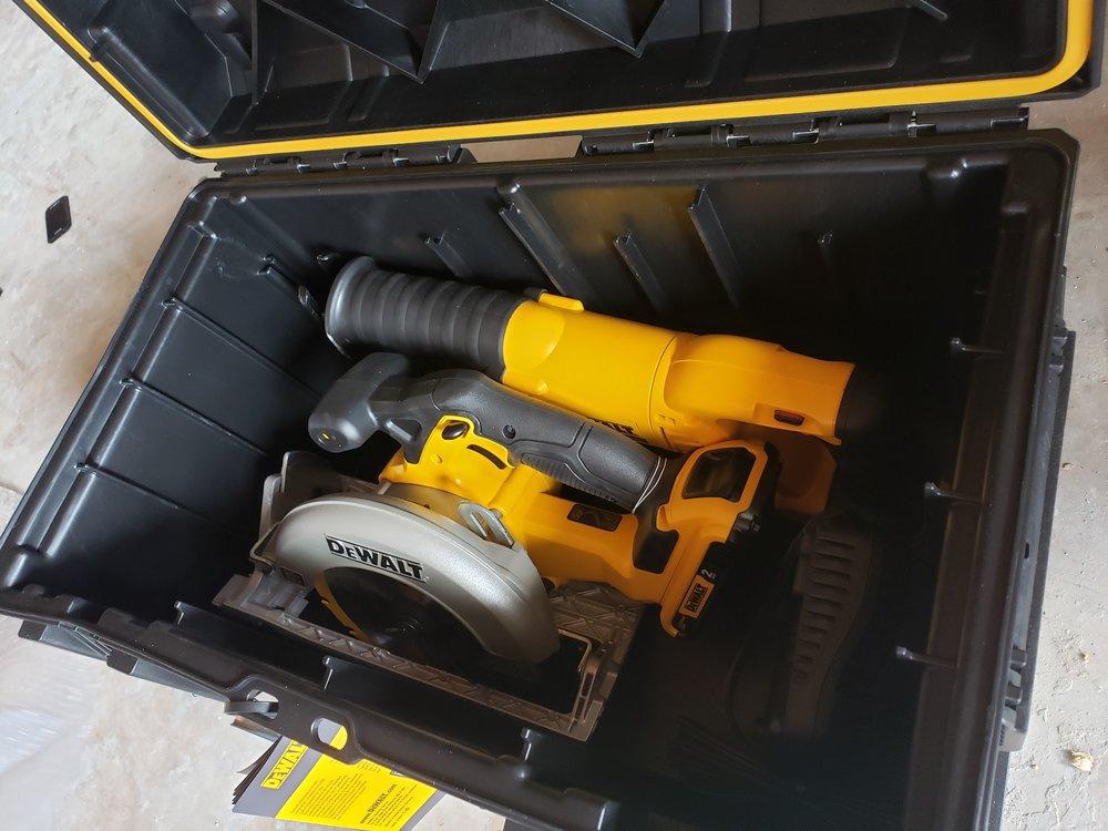 Dewalt-20v-2-tool-combo-kit-with-tough-system