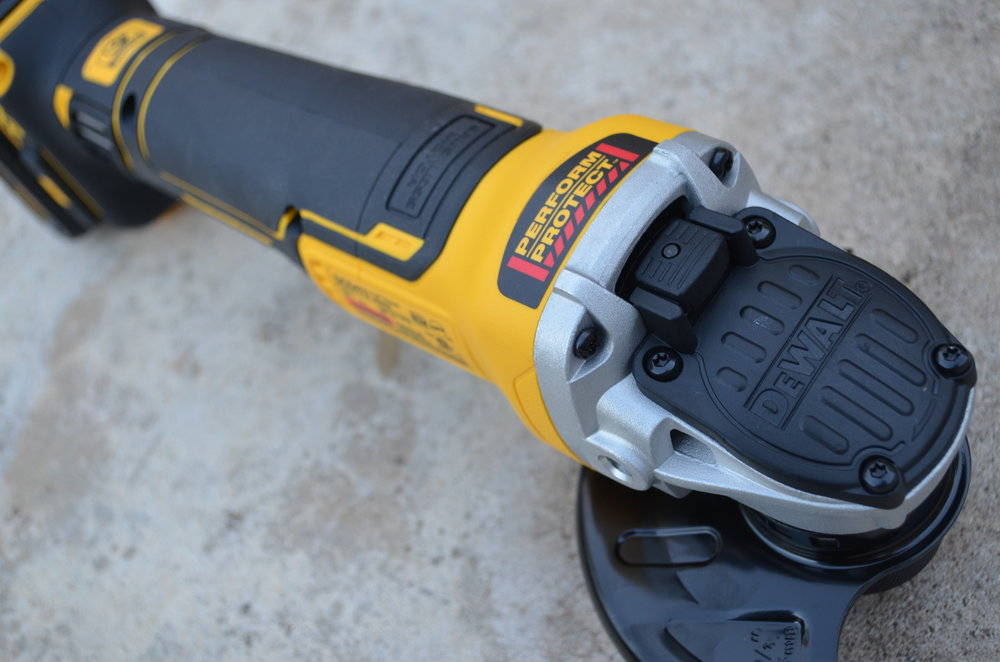dewalt-xr-cordless-brushless-small-angle-grinder-wheel-release-button