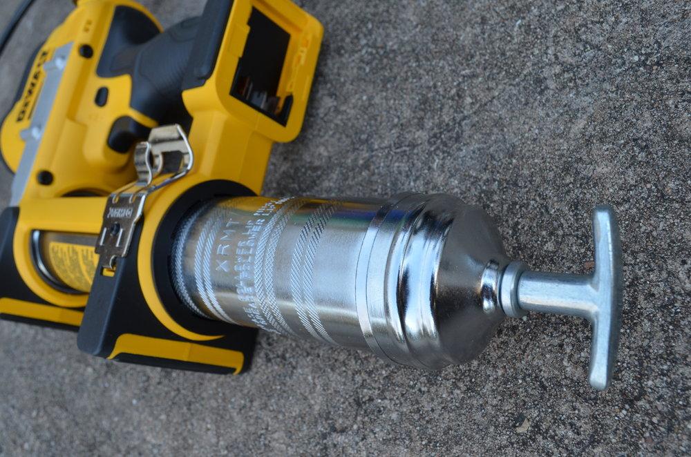 dewalt-cordless-grease-gun-battery-powered