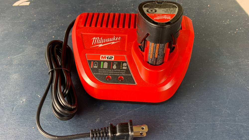milwaukee-m12-2ah-battery-pack-red-lithium-charger