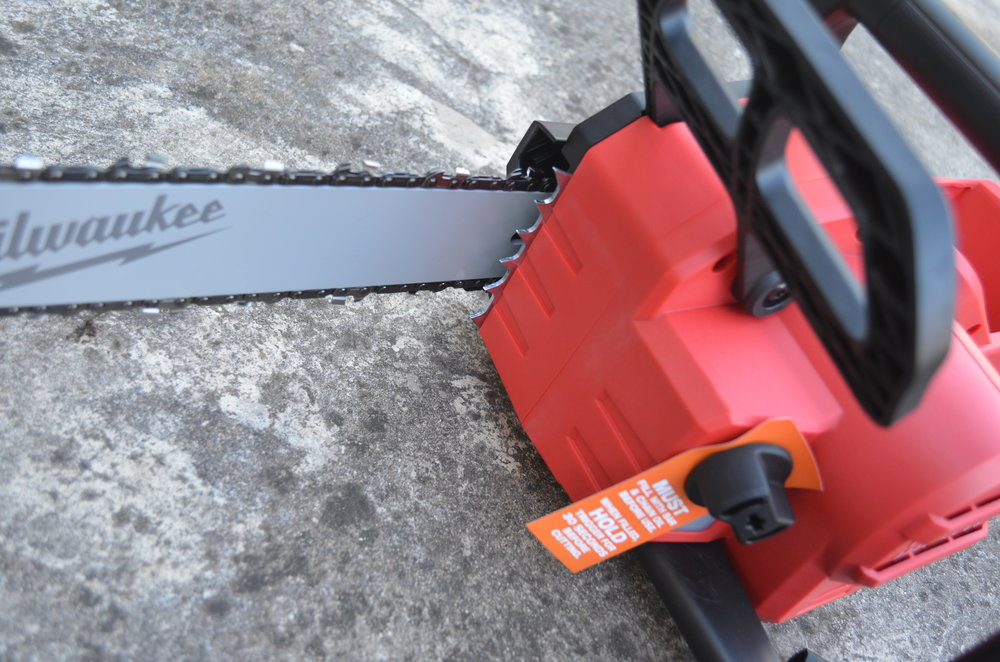 milwaukee-m18-fuel-18v-brushless-cordless-chainsaw-teeth-oil