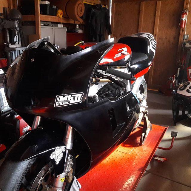 Pre season black . . . . #mk2racing #gsxr #slingshot #racebike @airtech.streamlining #yoshimura #fairings #ahrma #nextgen #nextgen1 #gsxr750 #gsxr1100