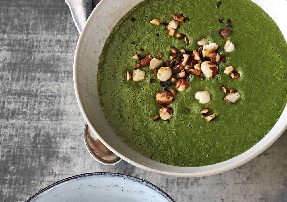 Sådan gør du - Put alle ingredienser i en blender, og kør på høj hastighed, til suppen har en lækker, cremet konsistens.