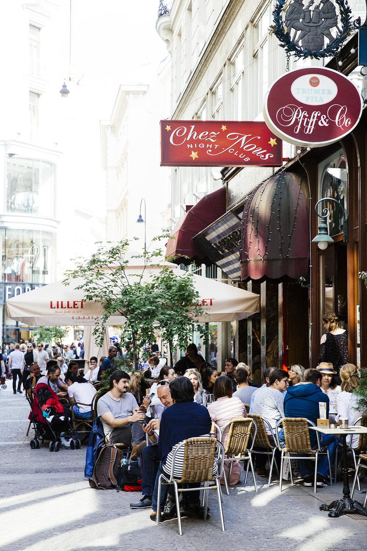 Vienna cafe Stylesnooperdan 1.jpg