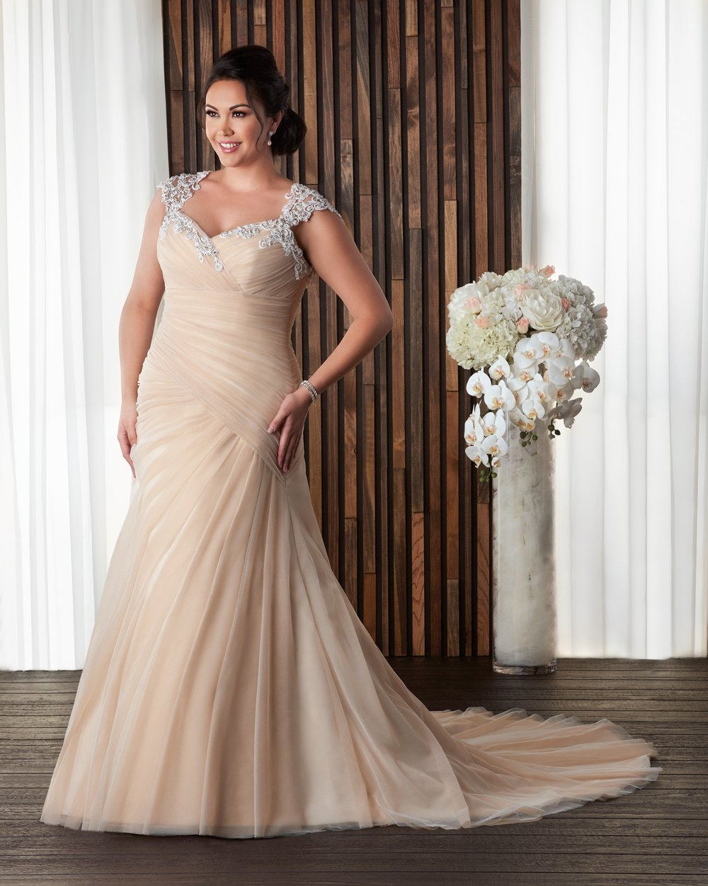 BonnyBridal-BridesbyYoung-PlusSizeWeddingDress-1710.jpg