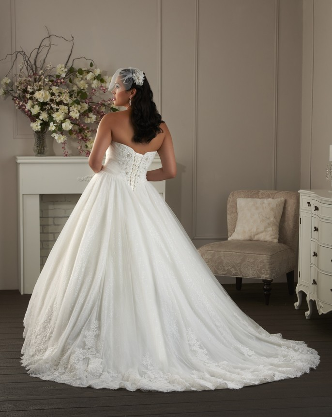 BonnyBridal-BridesbyYoung-PlusSizeWeddingDress-1400-1.jpg